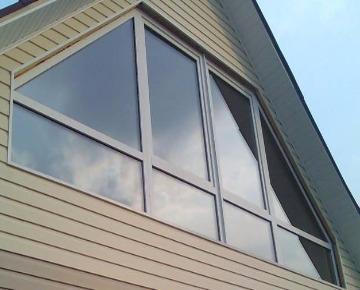 Алюминиевое окно на даче изображение