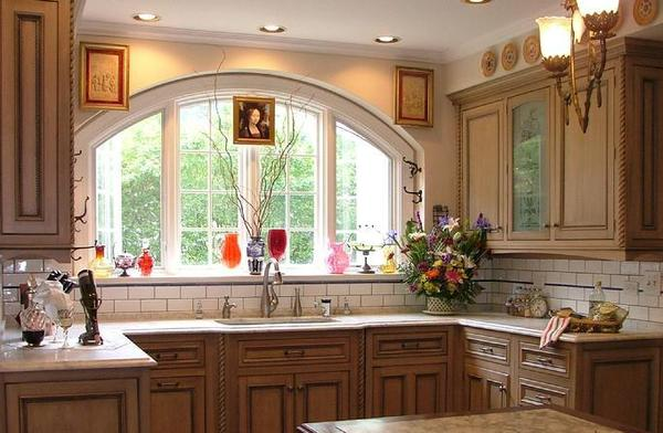 Дизайн пластиковых окон на кухне