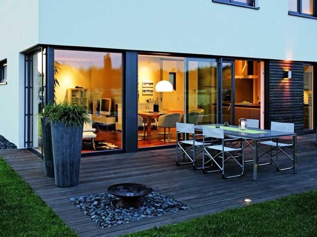 Современный дом с панорамными раздвижными системами Schuco (Шуко).