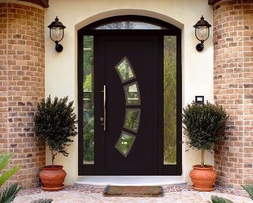 Входная дверь в частный дом изображение