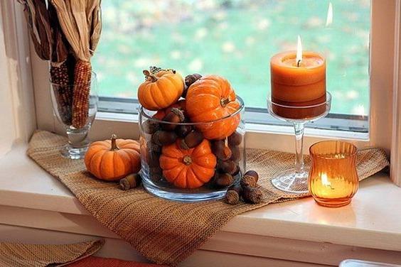 Декор окна осенью