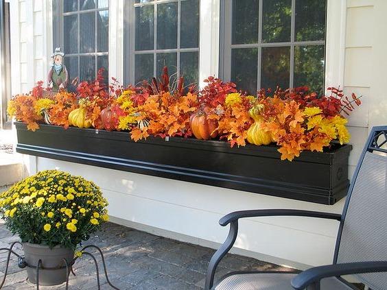 Осенний декор окна в доме