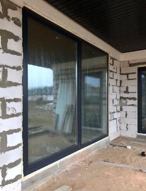 Панорамное окно в коттедже